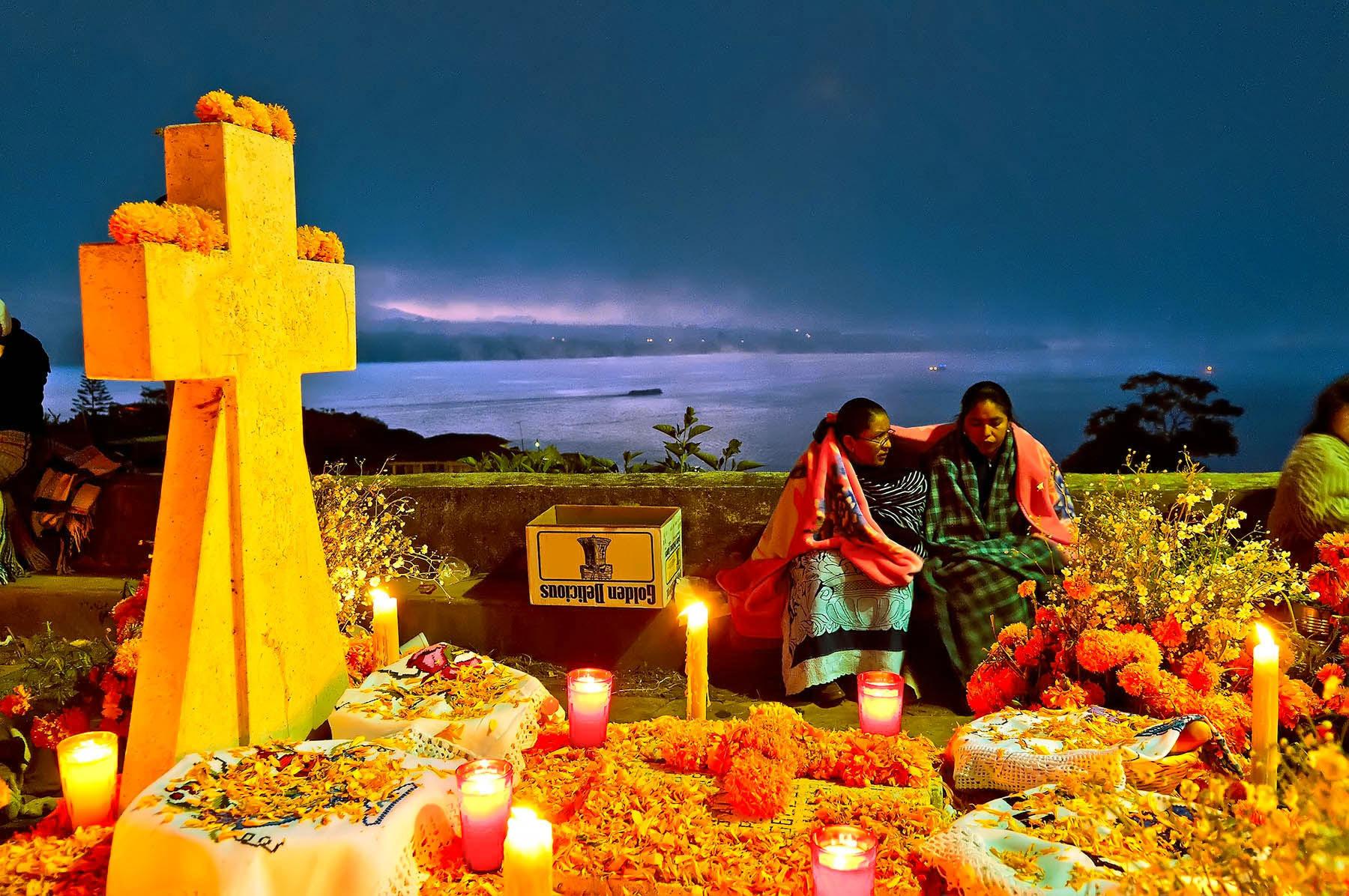Resultado de imagen para Dia de los muertos pueblo Ofrenda