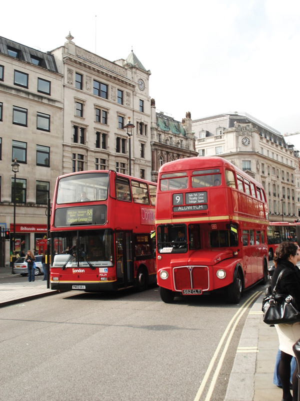 Heritage_Routemaster_and_contemporary_London_bus