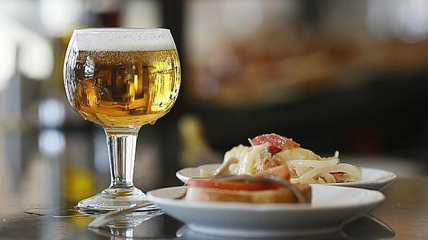 cerveza-sevillanos-andalucia--644x362