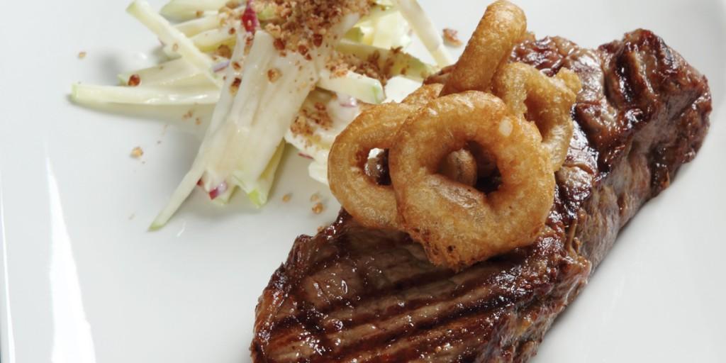 NY Steak con aros de cebolla