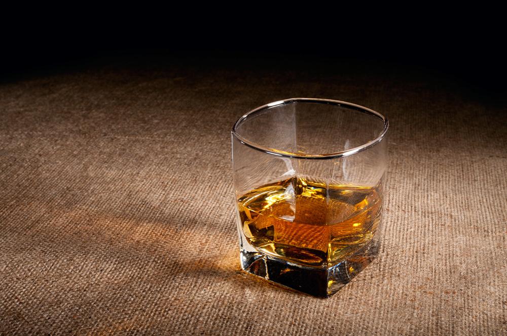 ¿Whiskey o Whisky? Sus pricipales características y clasificaciones