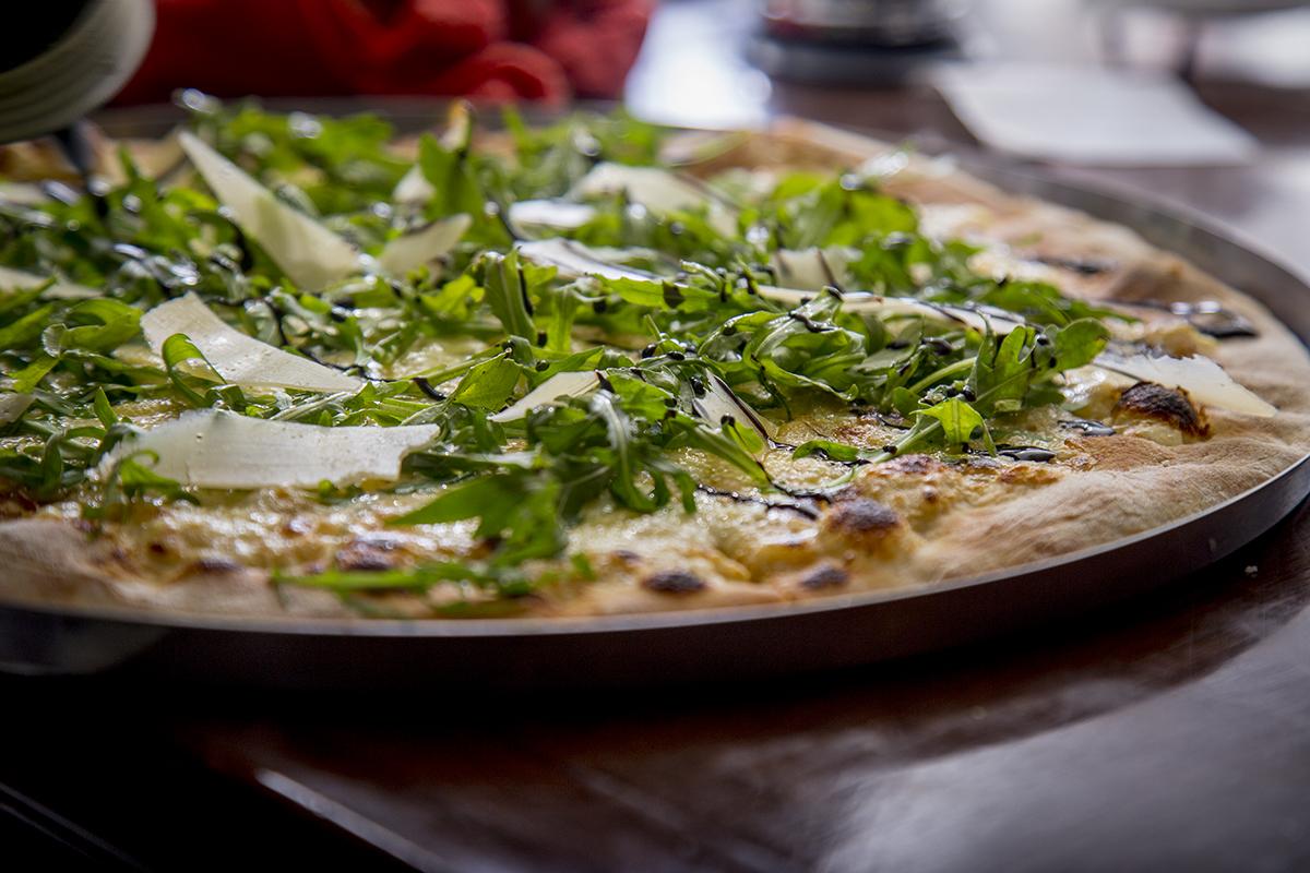 pizza de parmesano y arugula 3 baja