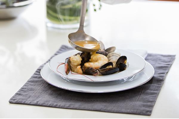 Receta Sopa de mariscos por Zahie Téllez y Miele