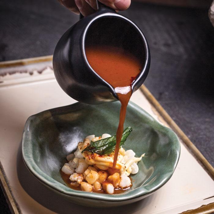 Sopa de maíz cacahuacintle con chile guajillo
