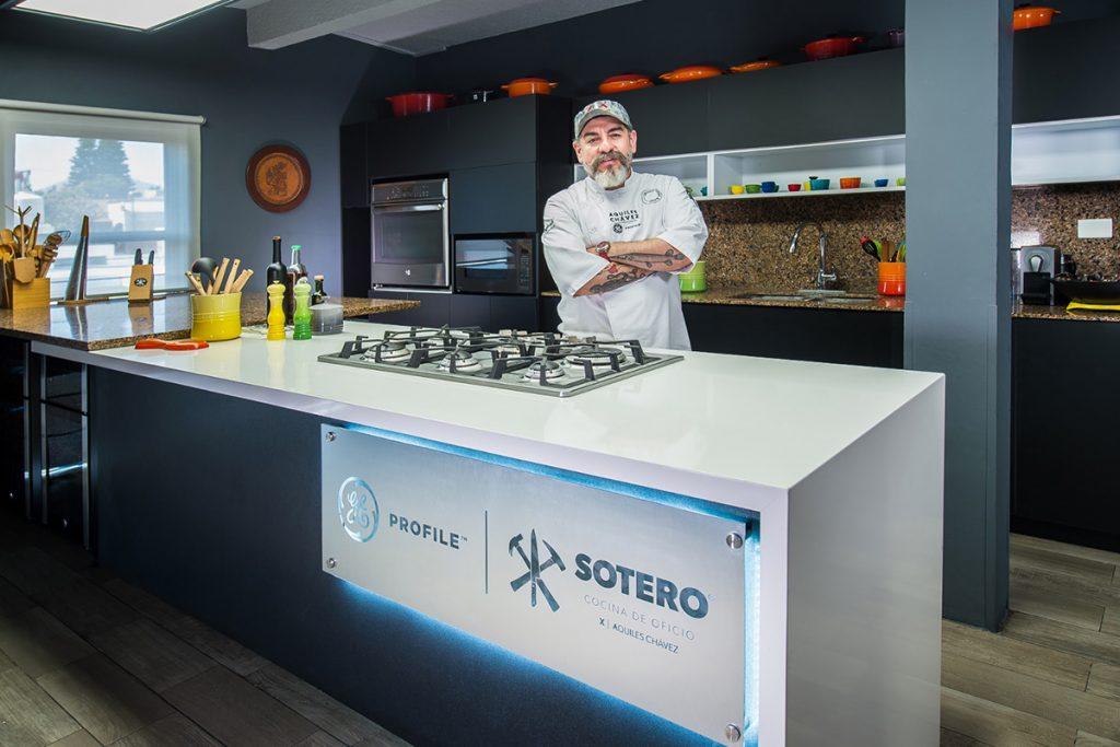 Aquiles Chavez estrena cocina GE Profile en Sotero
