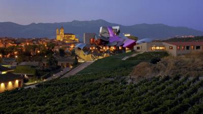 Descubre más de una razón para tomar vino de la mano de Marqués de Riscal