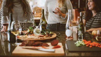 Lo que sí aumenta: la venta de bebidas alcohólicas en línea