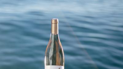 Chanel presenta su nuevo artículo de lujo: vino blanco y rosado.