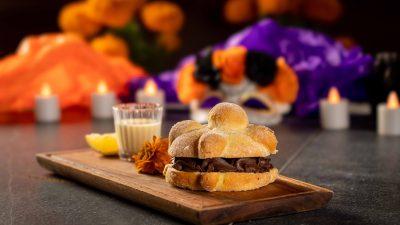 Protegido: Una dulce tradición llega a Porfirio´s: ¡pan de muerto de temporada!