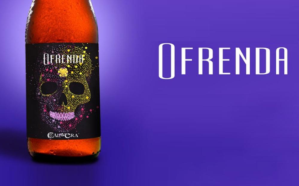 Ofrenda: una cerveza con calaveritas de azúcar y calabaza