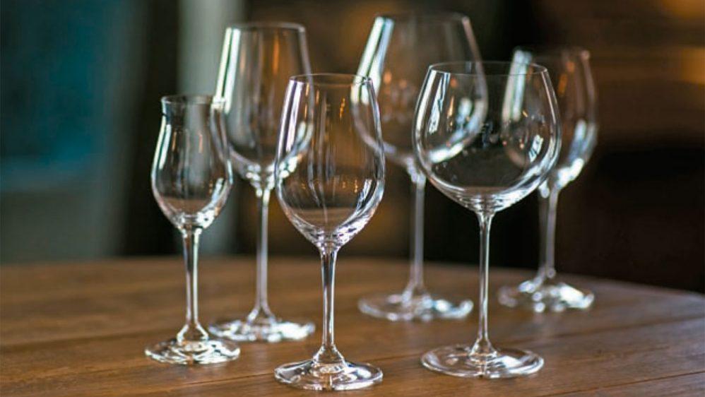 #WINE101 – ¡Confirmado! Cuando hablamos de copas, la forma y el material sí  importan 🥂