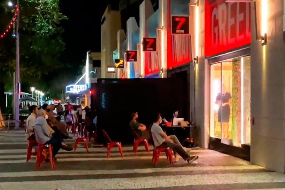 Miami transforma los escaparates de las tiendas en teatros