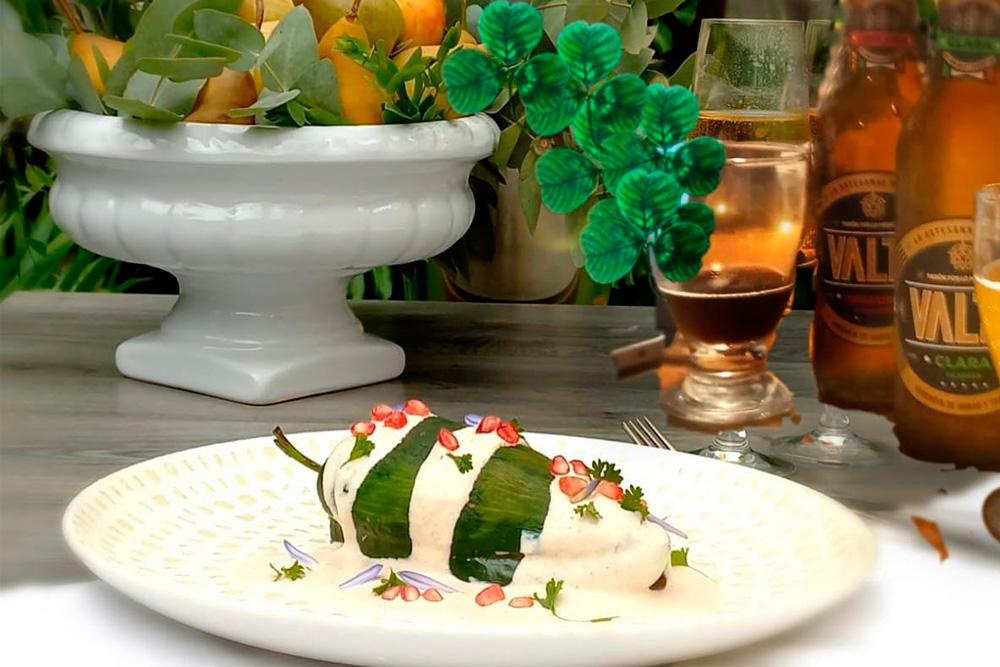 Angelopolitano celebra el bicentenario del chile en nogada