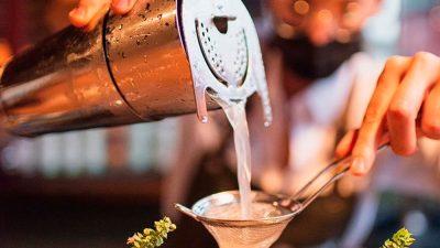 El bar BEKEB toma St. Regis México City
